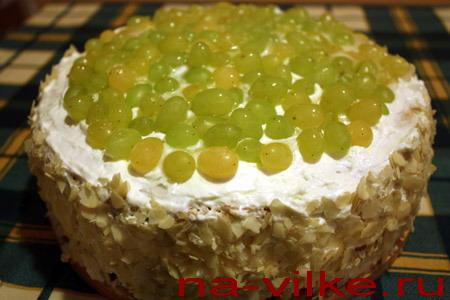 Бисквитный виноградный торт