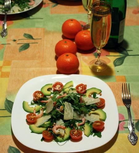 Салат с руколой и шампанское
