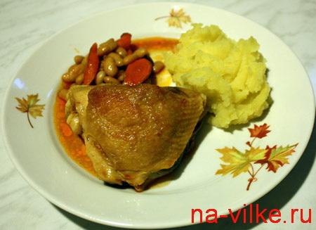 Куриное бедро с фасолью