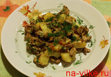 Лисички в сметане с картошкой