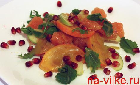 Фруктовый салат с грейпфрутом и хурмой