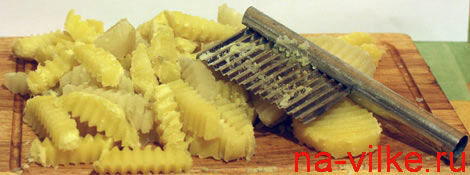 Фигурный картофель специальным ножом