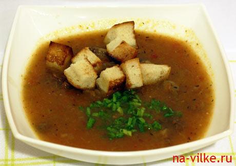 Суп-пюре из бычьих хвостов с гренками