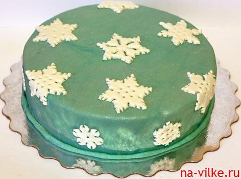Торт с мастикой и снежинками
