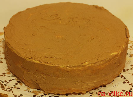 Торт обмазан кремом