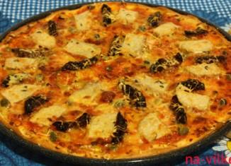 Пицца с бужениной и вялеными помидорами