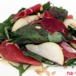 Салат из груши и хамона