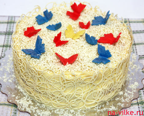 Бисквитный маковый торт с белым шоколадом