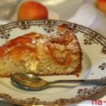 Кусочек сладкого абрикосового пирога