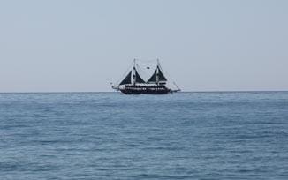 Корабль в Средиземном море