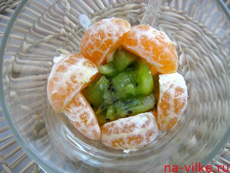 Дольки мандарина и киви