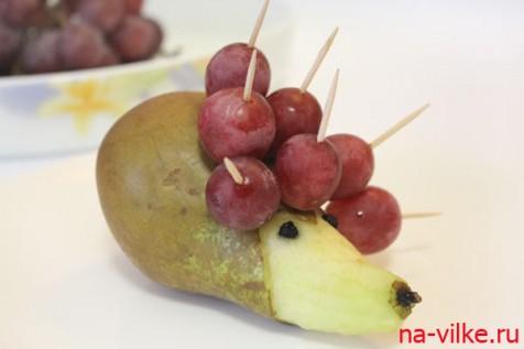 Делаем ёжика из фруктов