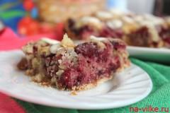 Насыпной пирог с вишней