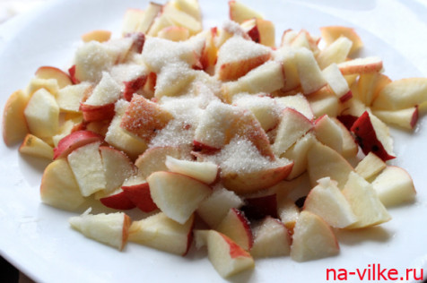 Яблоки с сахаром