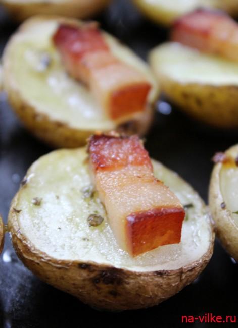 Картофель запеченный с копченым салом