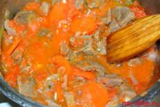 тушить мясо в томатном соку