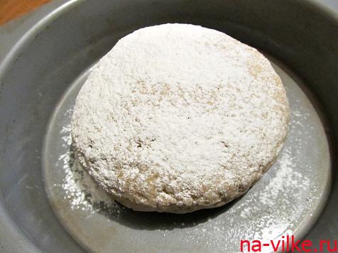 Тесто для хлеба выложить на противень