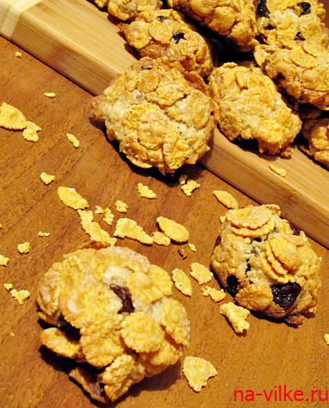 Печенье с изюмом и кукурузными хлопьями