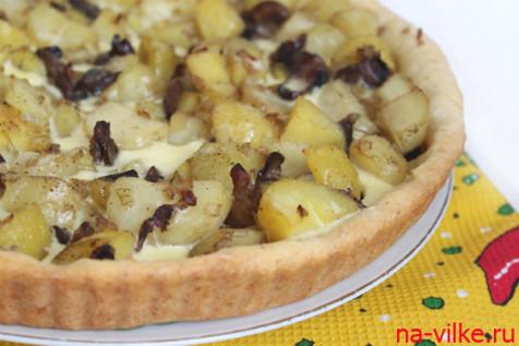 Открытый пирог с картофелем и грибами
