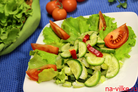 Салат из стручковой фасоли и свежих овощей