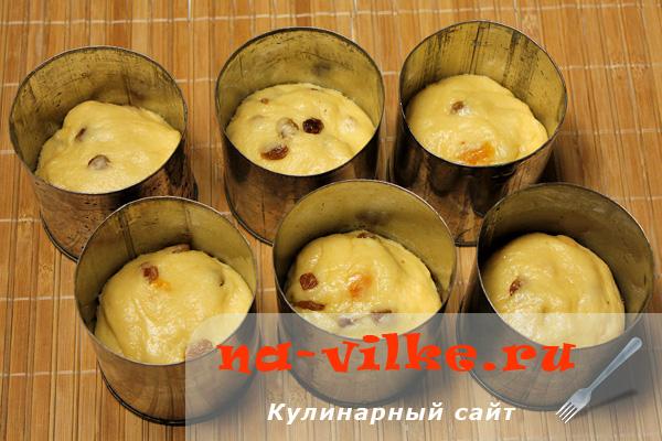 Полужидкое тесто для куличей в формах для выпечки