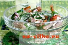 Овощной салат с курицей и сыром