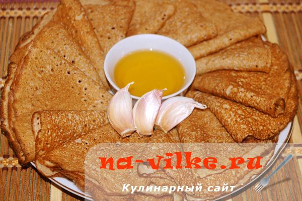 Ржаные блины (на сыворотке) с чесночным маслом