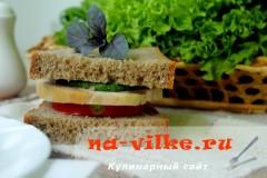 Бутерброд с соусом из шпината