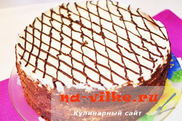 Бисквитный торт со сметанным кремом и фруктами