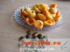 Половинки абрикосов