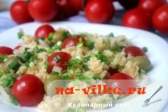 Салат из пшеничной крупы с помидорами черри