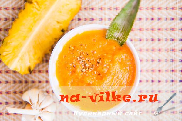 Кисло-сладкий домашний кетчуп с ананасом