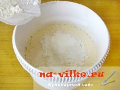 biskvitniy-pirog-s-jablokami-4