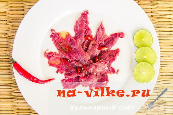 Карпаччо из говядины с соком лайма и перцем