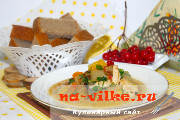 Куриное филе в апельсиновом соусе с клюквой и овощами