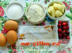 pirog-s-marcipanovoy-nachinkoy-01