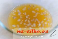 svinaya-vyrezka-v-apelsinah-01