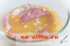 svinaya-vyrezka-v-apelsinah-02