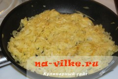 lukoviy-pirog-11