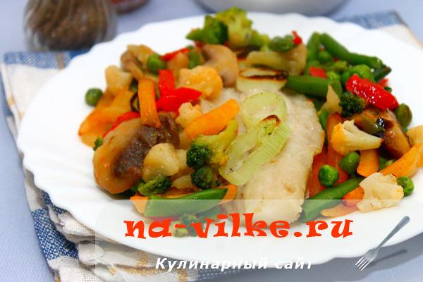 Рыба мерлуза с овощами в духовке