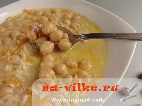 Густой суп из нута с соусом – фрикасе