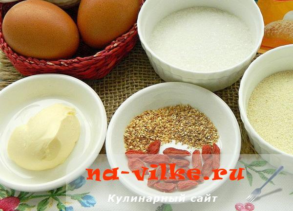 Ягоды годжи и другие ингредиенты для запеканки