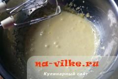 sharlotka-s-ananasami-v-multe-05
