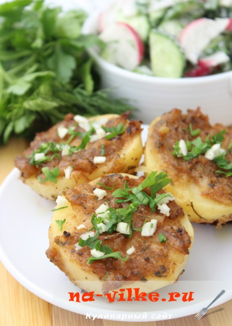 Запеченный в духовке картофель под картофельной корочкой