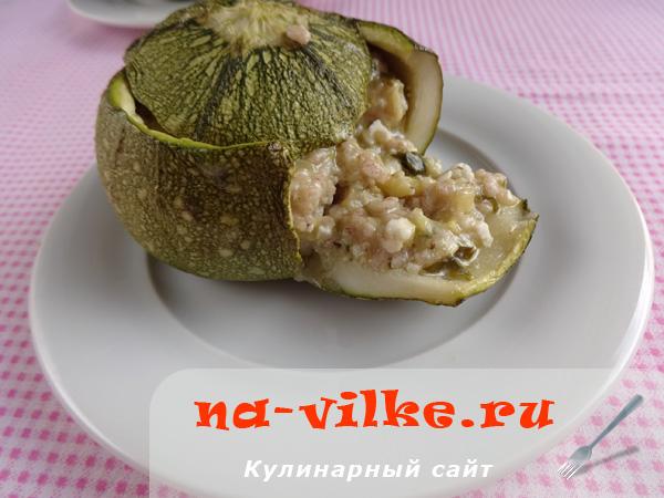 Кабачки, фаршированные траханас (греческая кухня)