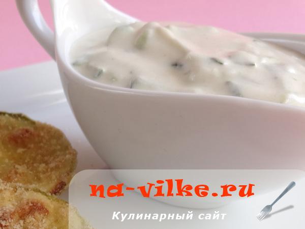 Йогуртовый соус с огурцом