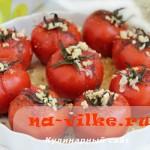 Запеченные в духовке помидоры с ароматными травами и чесноком