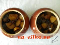 kartofel-s-gribami-v-gorshochkah-7