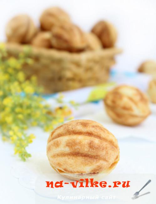 Орешки с вареной сгущенкой в орешнице
