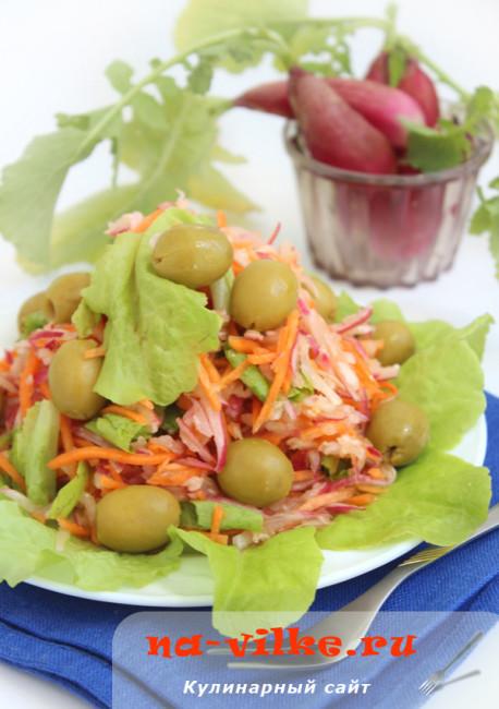 Салат из редиса, моркови и оливок